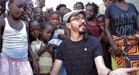 Mago Paco González en Angola